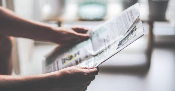 Opengeslagen krant