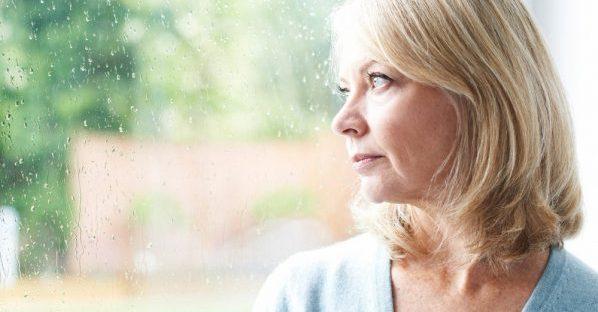 Een vrouw in gedachten